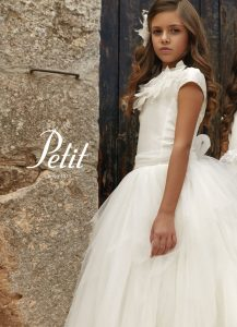Communion dress with tulle skirt and cap sleeve